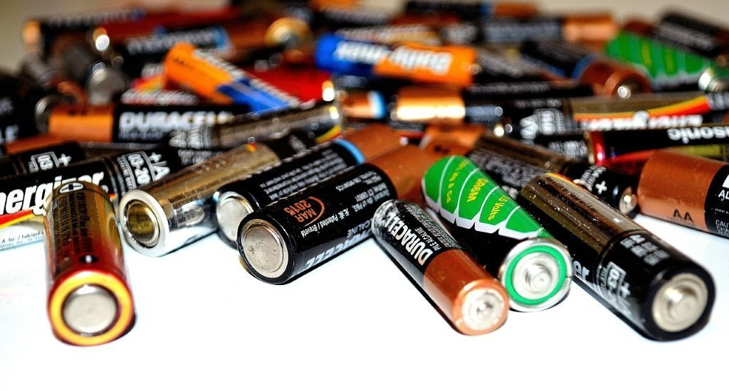 Difference Between Capacitor vs Battery