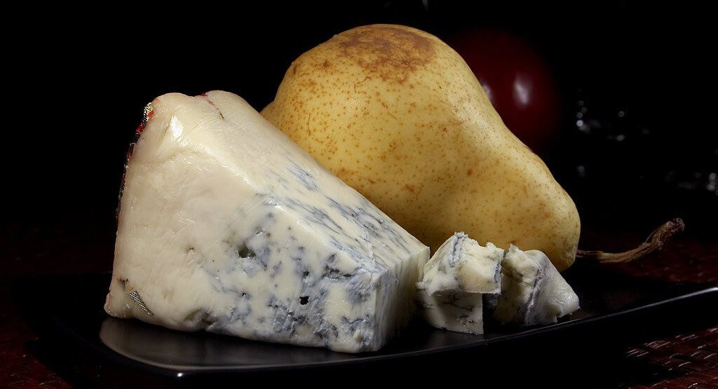 difference between gorgonzola vs blue cheese